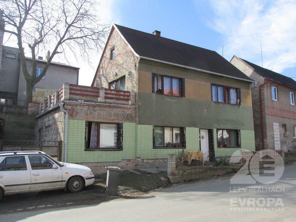 Kounov, prodej dvougeneračního rodinného domu, 4+2, pozemek 249 m2