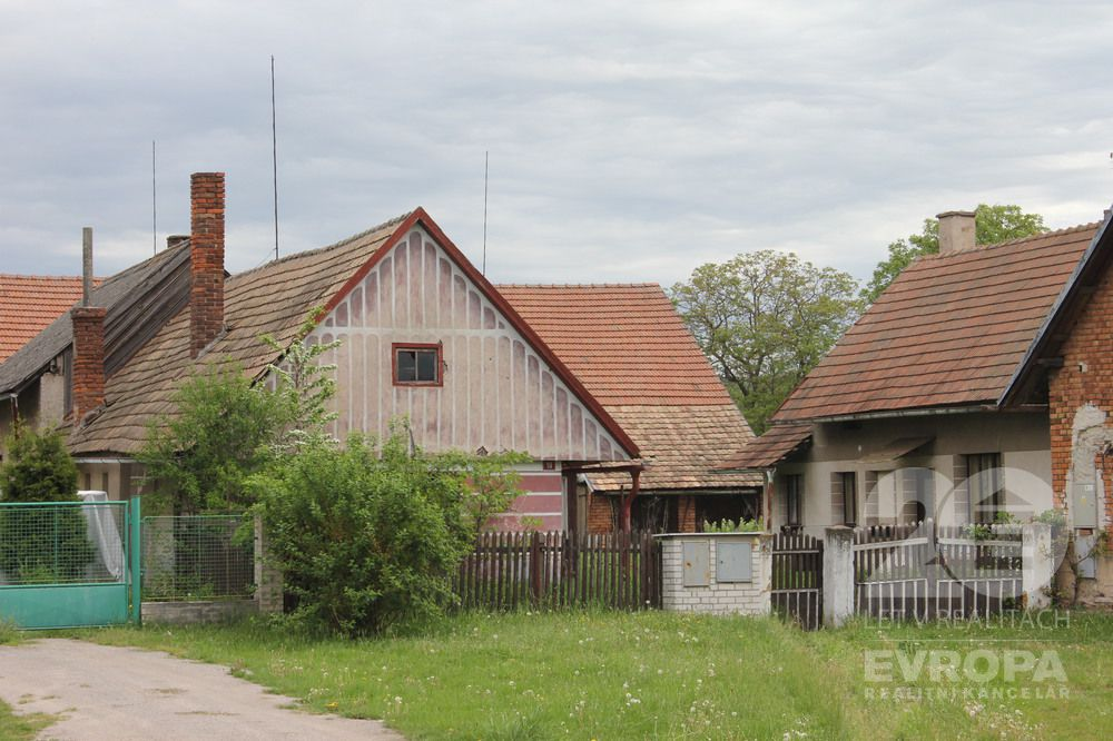 Dva rodinné domy v obci Sloveč části Kamilov u Městce Králové
