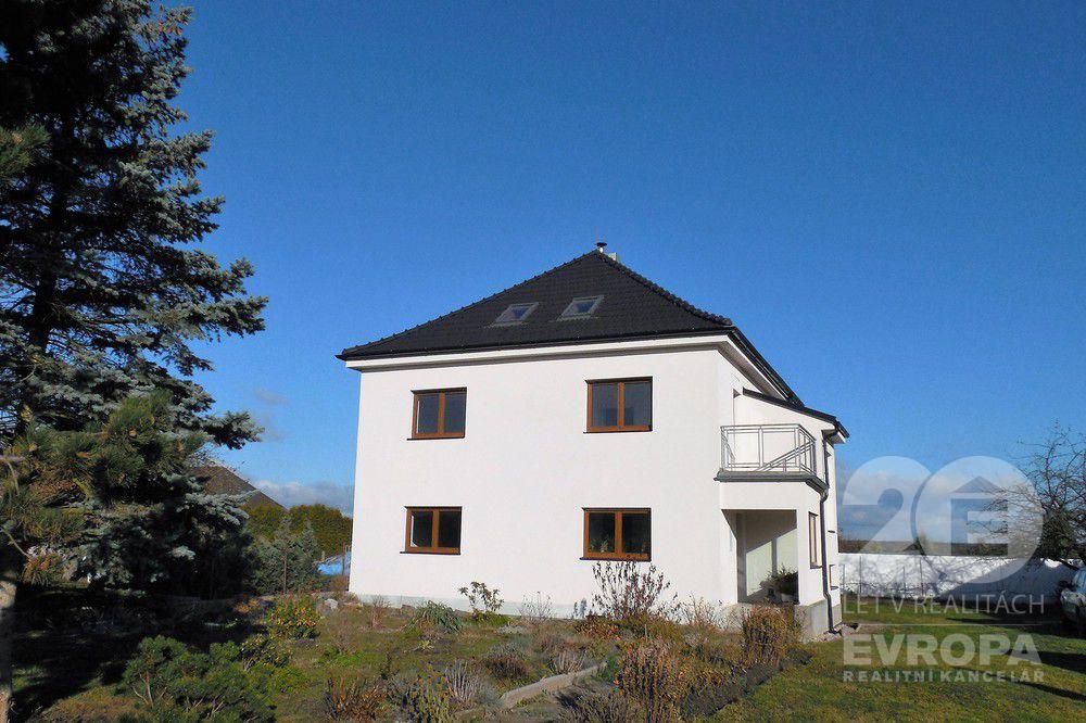 Prodej rodinného domu 365 m2, pozemek 1 056 m2, Dymokury