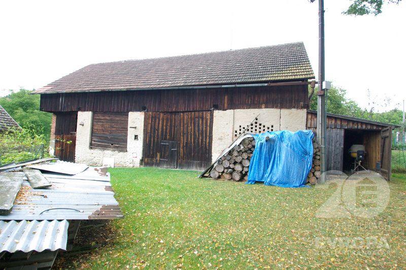Prodej pozemku 1.219 m2, zemědělská stavba 105 m2, Vlastějovice, Kutná Hora.