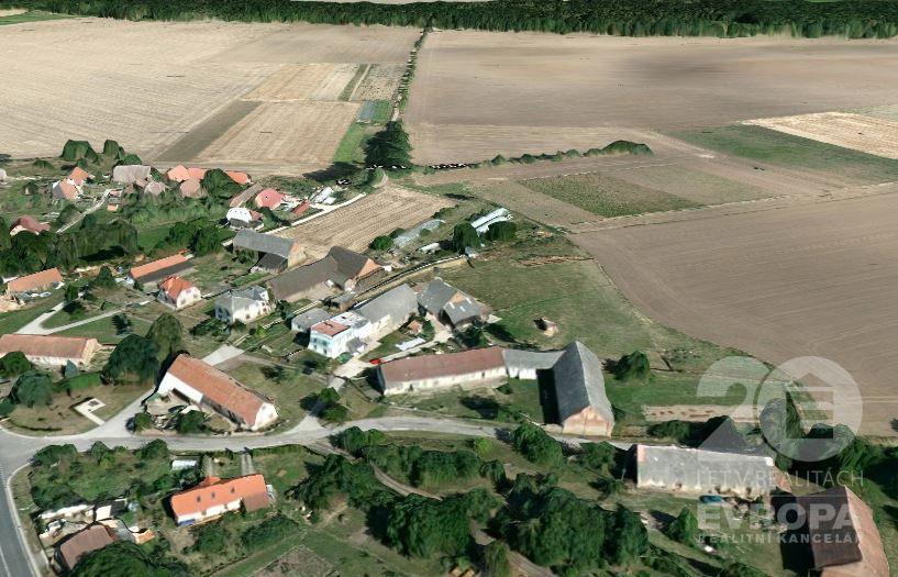 Prodej pozemku 6998m2 se zemědělskou usedlostí, Stračov-Klenice, okres Hradec Králové