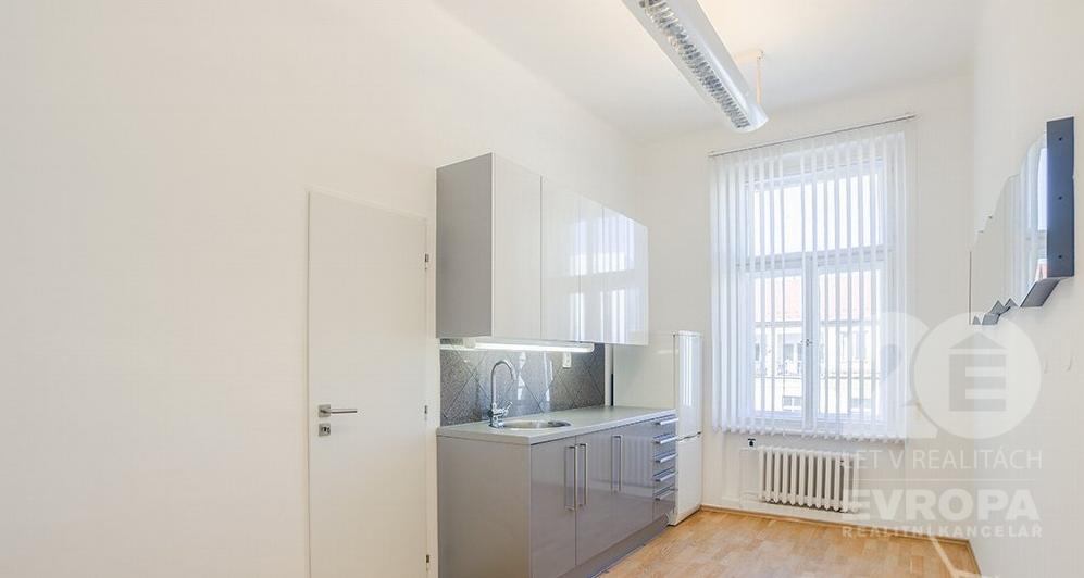 Pronájem kanceláře 73 m2, Praha 2 - Vinohrady