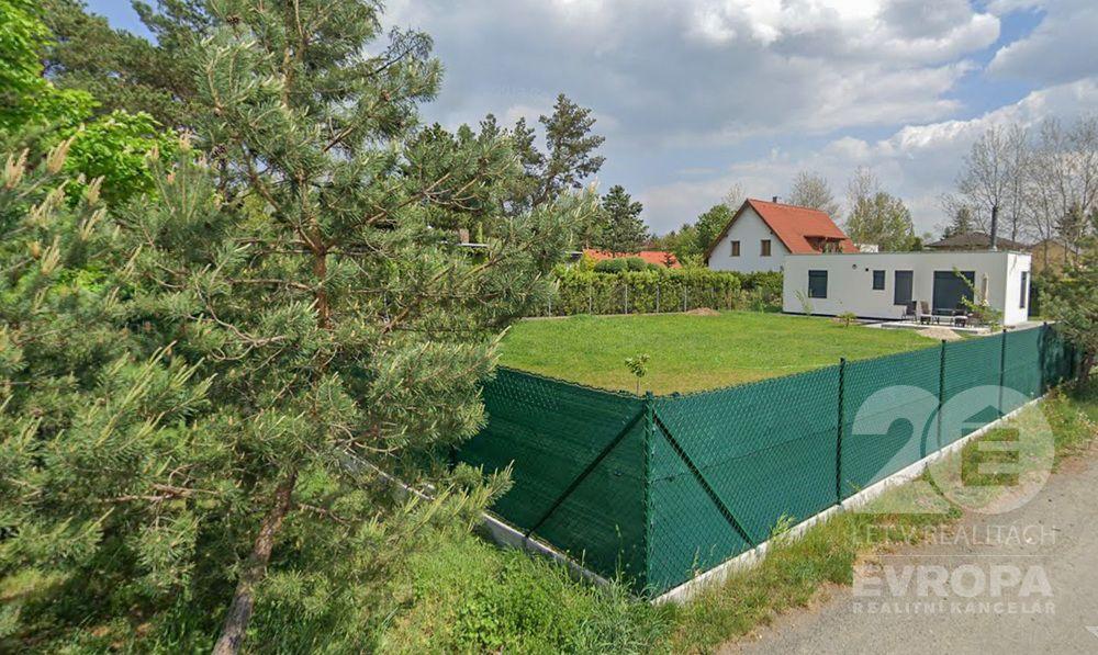 Prodej stavebního pozemku 848 m2 v klidné části