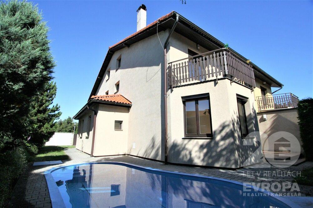 Pronájem domu 5+kk, 240m2, 2xgaráž, bazén, krb,