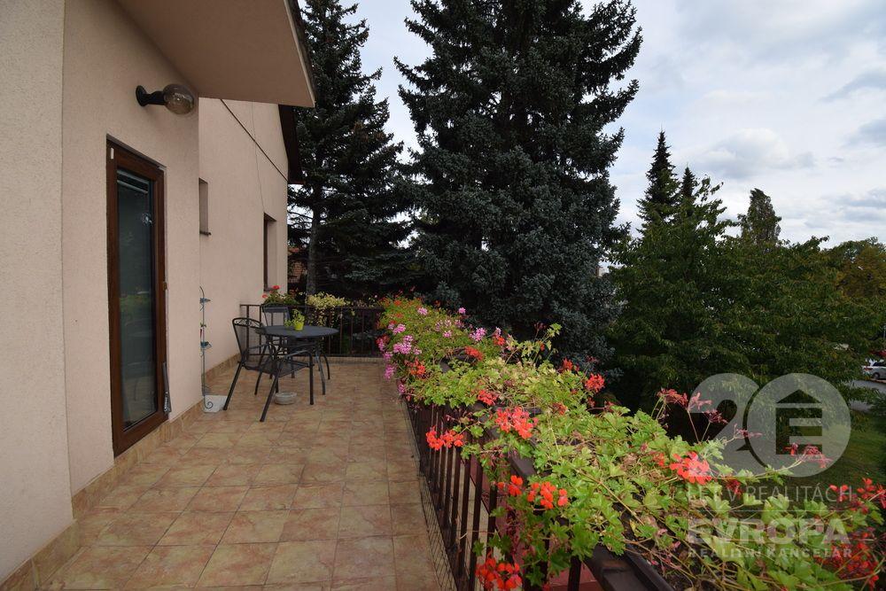Prodej rodinného domu 300 m², pozemek 994 m²