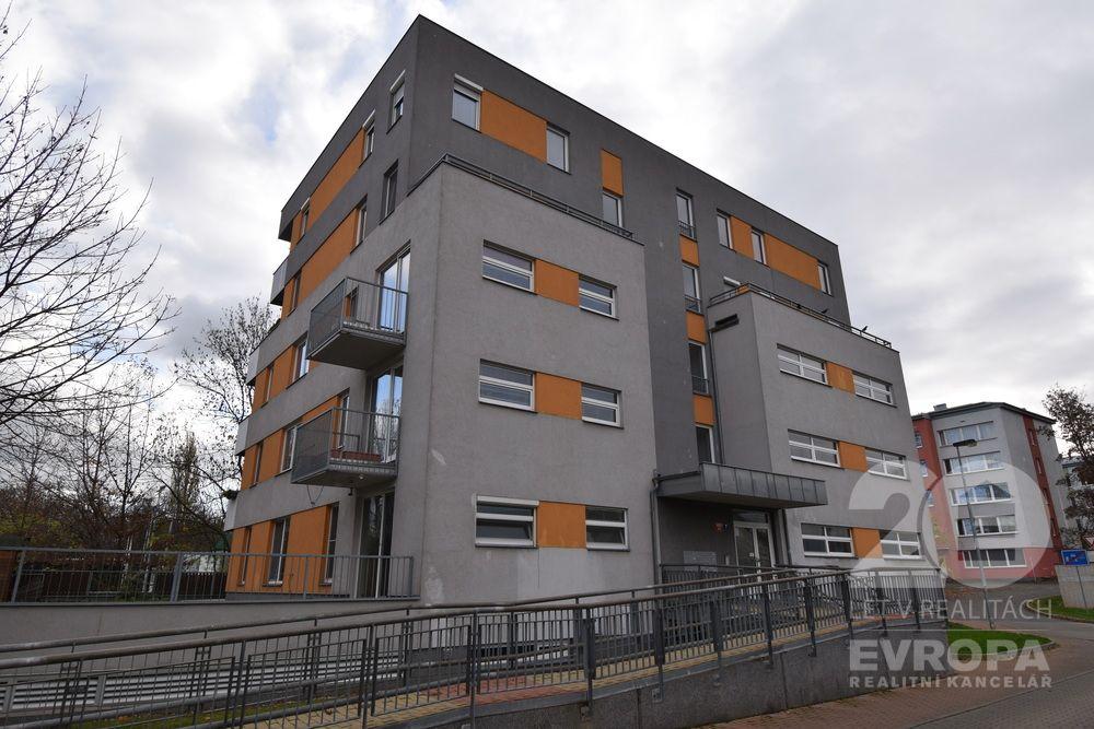 prodej bytu s terasou, 2+kk, 57 + 29 m2, Praha 10