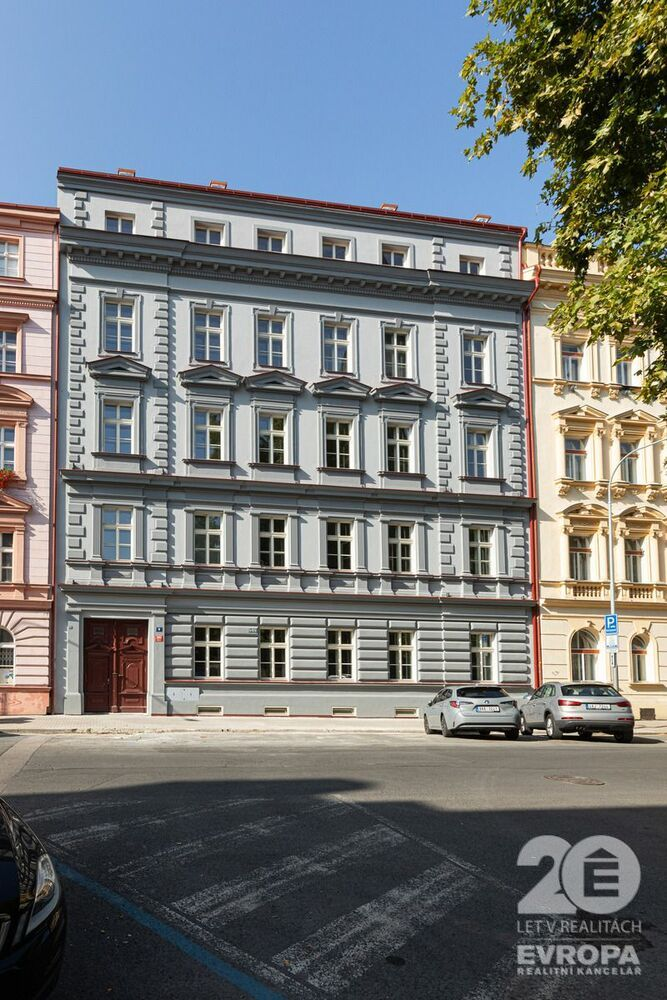 Prodej slunného bytu 2+kk s výhledem na Karlínský